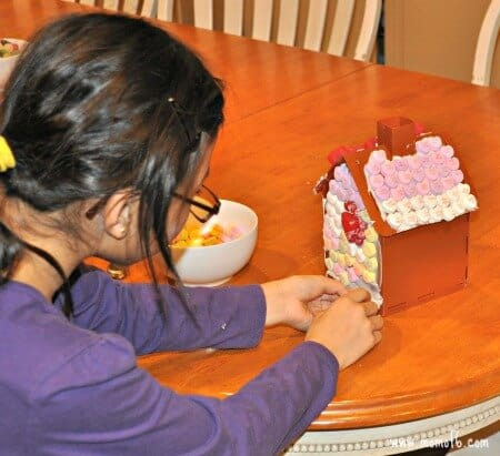 Gingerbread Wars- lili decorating