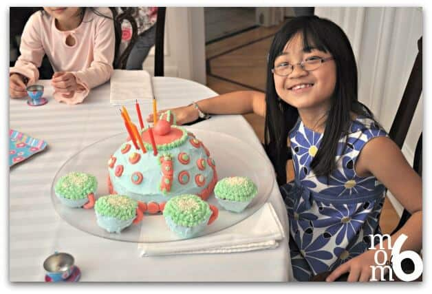 When it comes to little girls, what better birthday parties are there for 7-year-olds than a tea party? Here are some great tea party birthday ideas including crafts, activities, and a cake and snacks that fit the theme!
