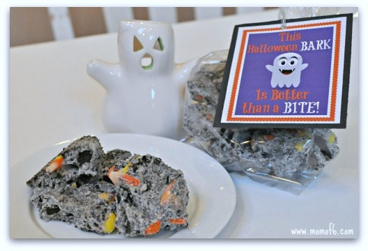 Nothing better than kicking off the Halloween season with some candy-coated cookies and candy, right? Here's my Halloween bark recipe!
