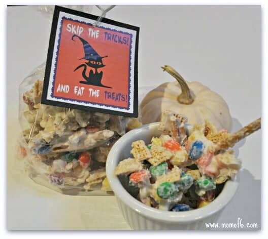This recipe for Halloween White Chocolate Chex Mix features one of my favorite treats- candy corn! Included is a free printable gift tag you can use on your treat bags!