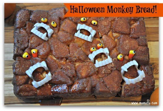 Monkey bread is an occasionalweekend breakfast treat at our house- and the kids love it. So when my daughter asked me to bake some monkey bread this weekend, I decided to jazz it up a bit and make Halloween monkey bread-perfect for celebratingthe season!