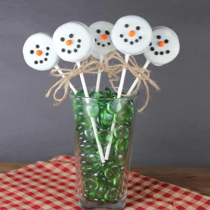 snowman Oreo lollipops