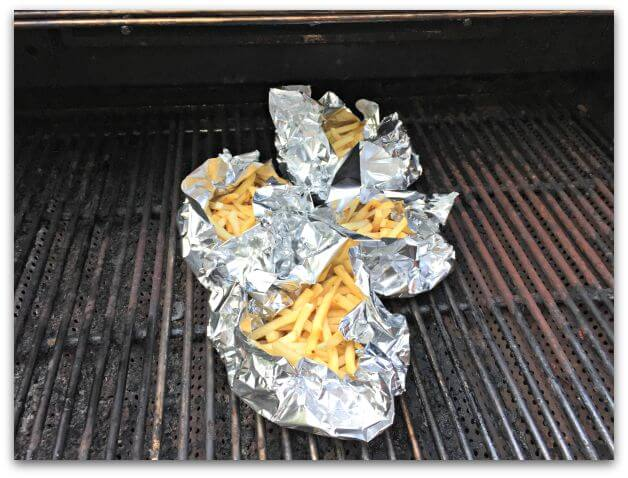 Foil packet grilled cheesy fries- a dish that your kids can pull easily pull together, cooks right on the grill, and has no virtually no clean up! Yes- please!