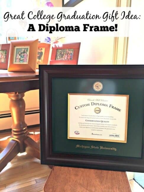 Looking for a fantastic graduation gift idea for someone you love? Buy a beautiful diploma frame to celebrate their achievement! #ad #EarnItFrameIt
