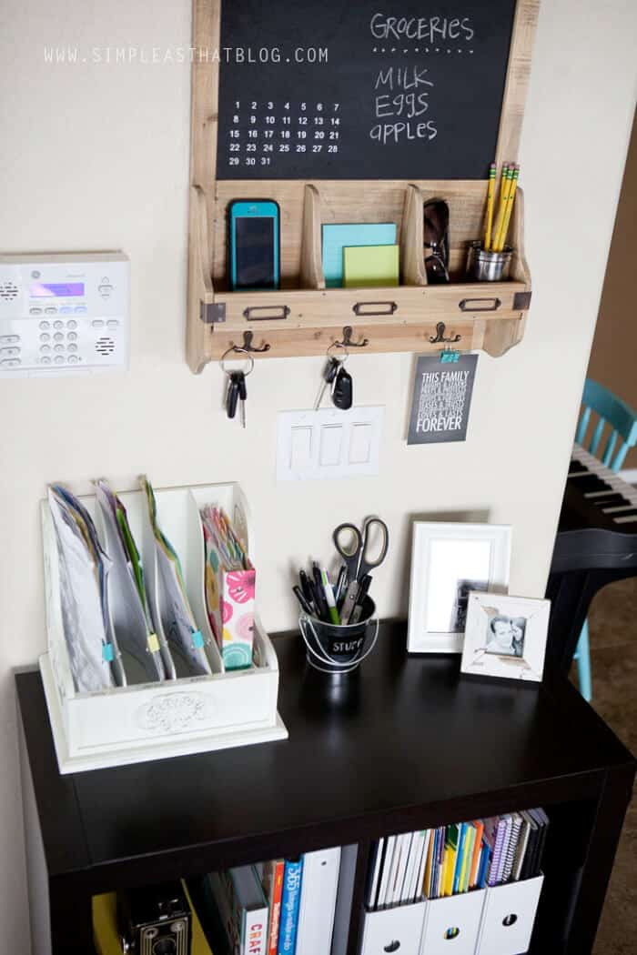 15 Fantastic Command Centers To Help Busy Moms Stay