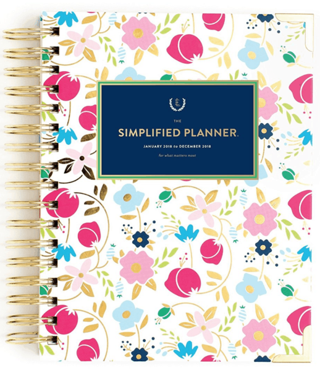 Here are the 5 best planners for Moms for 2018, which can lead you to set some intentions for your life and help you create goals and break those goals down into smaller steps so that you can achieve them!