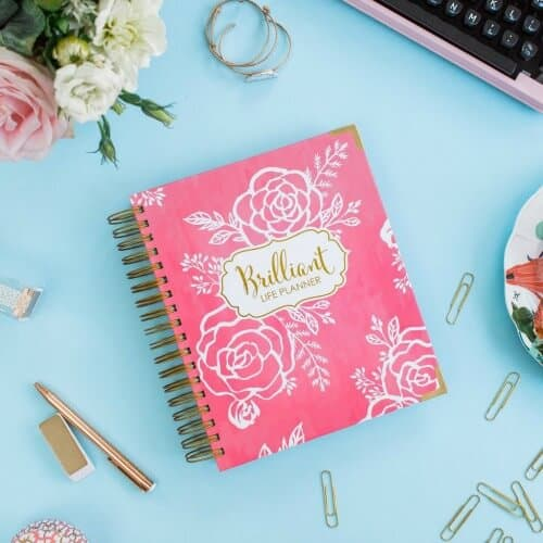 Here are the 5 best planners for Moms for 2017, which can lead you to set some intentions for your life and help you create goals and break those goals down into smaller steps so that you can achieve them!