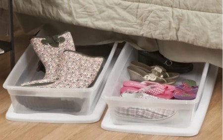 Moving your teen into a college dorm room for the first time can be a daunting task! What will they need? How will they share this space with a roommate? How can you help them to get organized and stay that way? This post includes a free printable dorm room checklist, great tips on how to plan for your move-in day, advice for those moving teens into a dorm far away, and 20+ fantastic organized dorm room ideas!